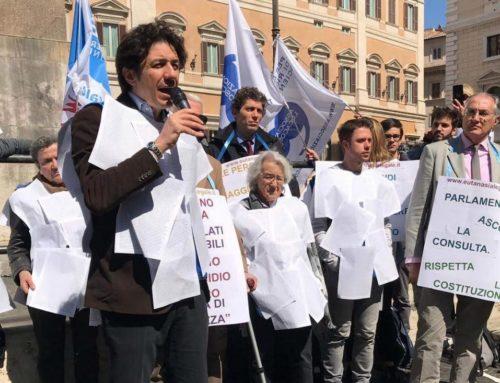 Eutanasia: 140mila firme a Montecitorio