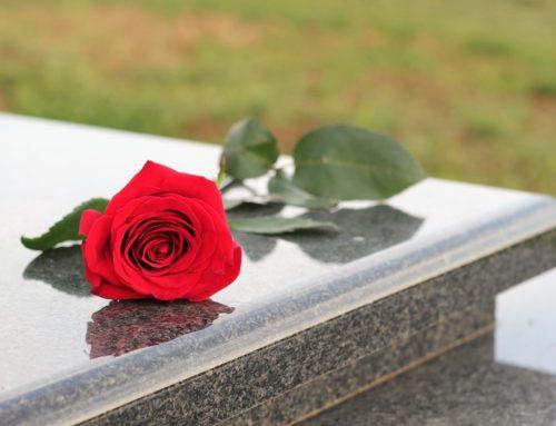 Cimiteri chiusi causa Coronavirus. Solidarietà per portare fiori sulle tombe